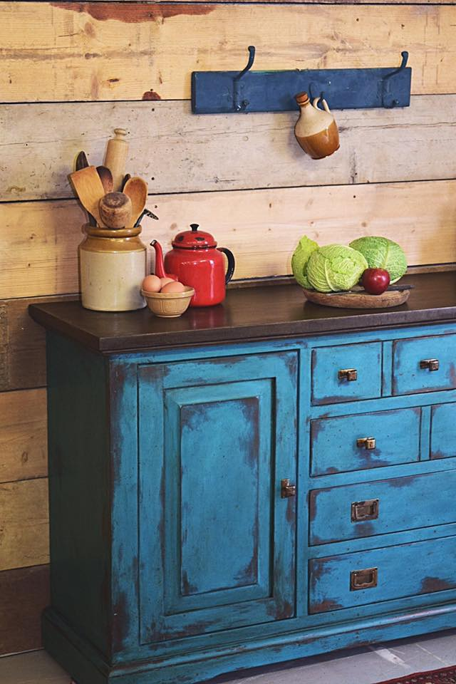 Furniture transformation using Chalk Paint™ by Annie Sloan
