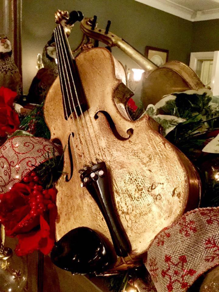 Christmas Violin.Christmas Project Gilded Violin Highlight For Festive